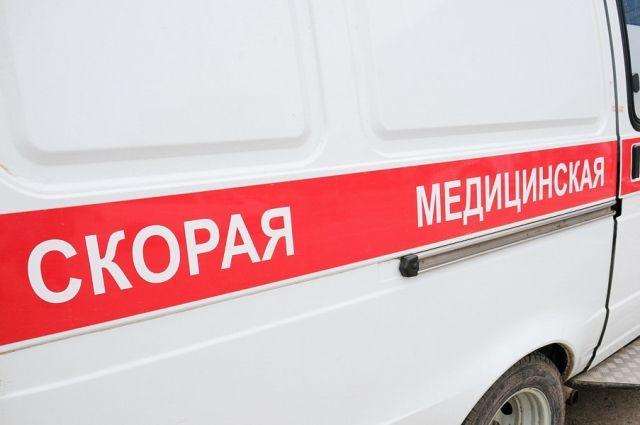 Одну из пострадавших пассажирок автобуса увезли в больницу.