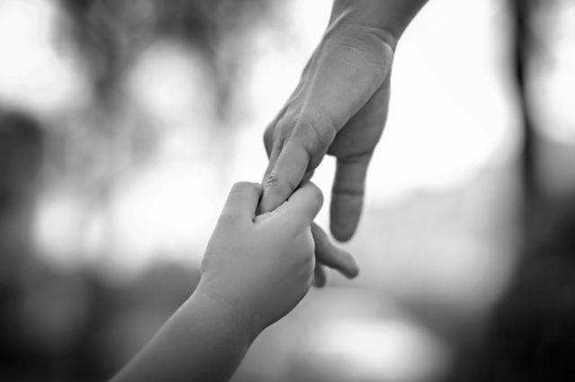 Изъятых уприёмной матери вХакасии семерых детей вернули всемью