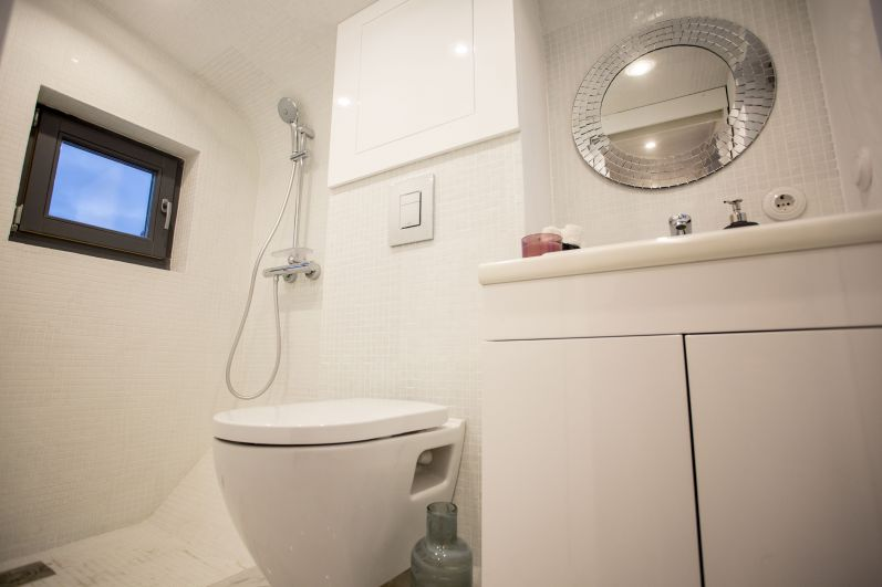В доме также есть душевая и туалет.