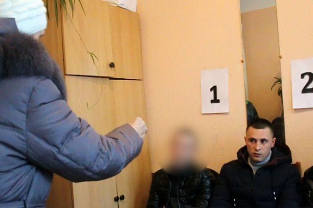 В Кемерове коммивояжер похитил у пенсионерки 125 000 рублей.