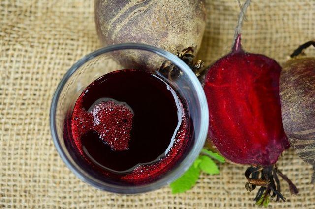 Свекольный сок и квас - одни из лучших средств для поднятия гемоглобина.