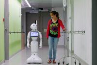 Человекообразный робот Пеппер служит в больнице бельгийского города Остенде. Там он ведёт беседы с пациентами и развлекает их шутками, ведь, как известно, хорошие эмоции увеличивают шансы на выздоровление.