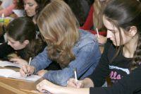 Омские школьники успешно написали итоговое сочинение.