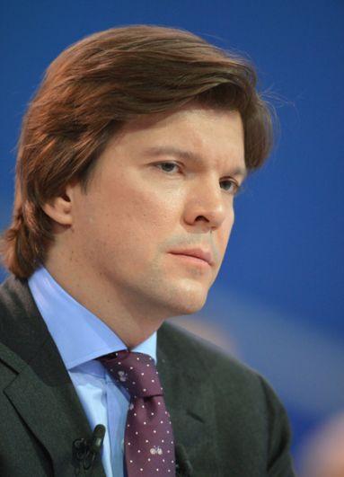 Кирилл Клеймёнов. Вести информационные программы на ОРТ с 1997 года, пока в апреле 2004-го не ушел на административную должность.