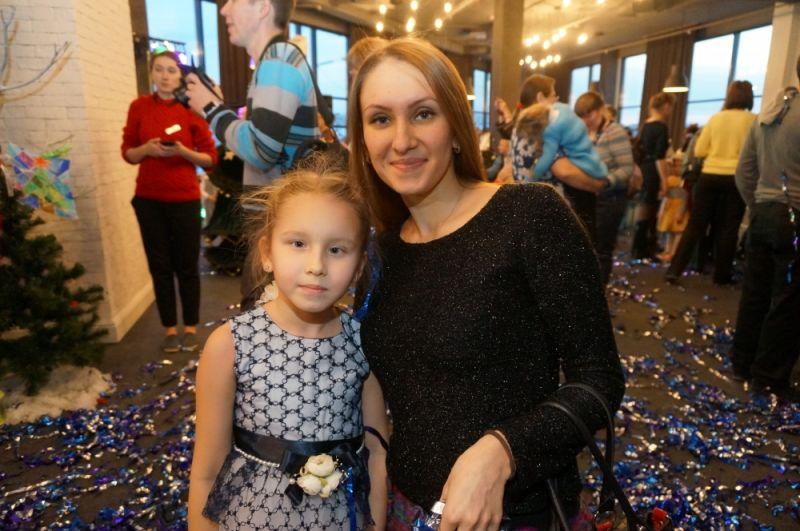 Анастасия МЕРЕНКОВА с семилетней дочерью Соней каждый год ходят на новогоднюю ёлку. Девочка с нетерпением ждёт долгожданного события, предвкушая настоящую сказку. Но на этот раз представление произвело большое впечатление не только на ребёнка, но и на маму.