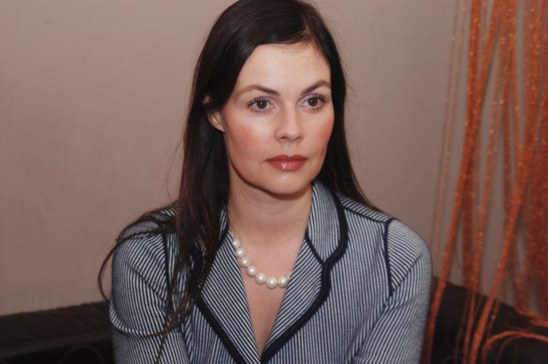 Екатерина Андреева. С декабря 1998 года является постоянной ведущей программы «Время». По результатам проведённого опроса в 1999 году была признана самой красивой ведущей телевидения в России.