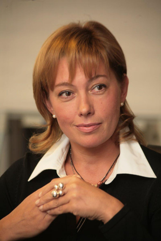 Арина Шарапова. Была ведущей информационной программы «Время» на ОРТ с 1996 по 1998 год, после чего ушла из программы, передав место в эфире Сергею Доренко.