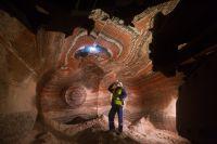 Сотрудник в подземном калийном руднике в Пермском крае России.