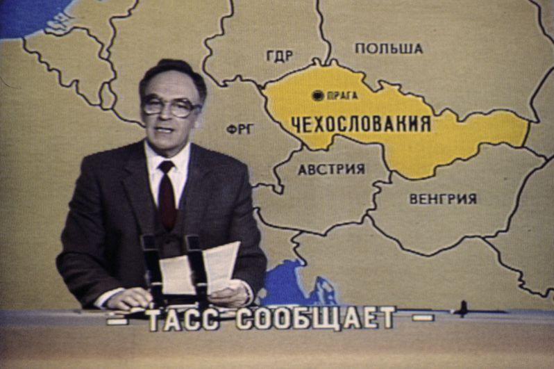 Игорь Кириллов. Был диктором программы «Время» более 30 лет. Последний раз вёл эту программу 30 декабря 1989 года. Работал в качестве комментатора, репортера, ведущего развлекательных программ на Центральном телевидении.