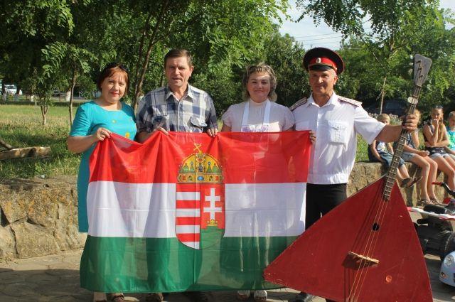 Кубанский казаки и венгры из поселка Сенного.