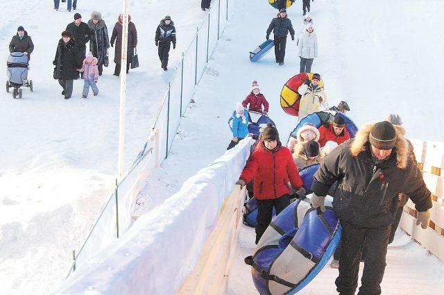 В Нижнем Новгороде открылась третья по величине в РФ ледяная горка.