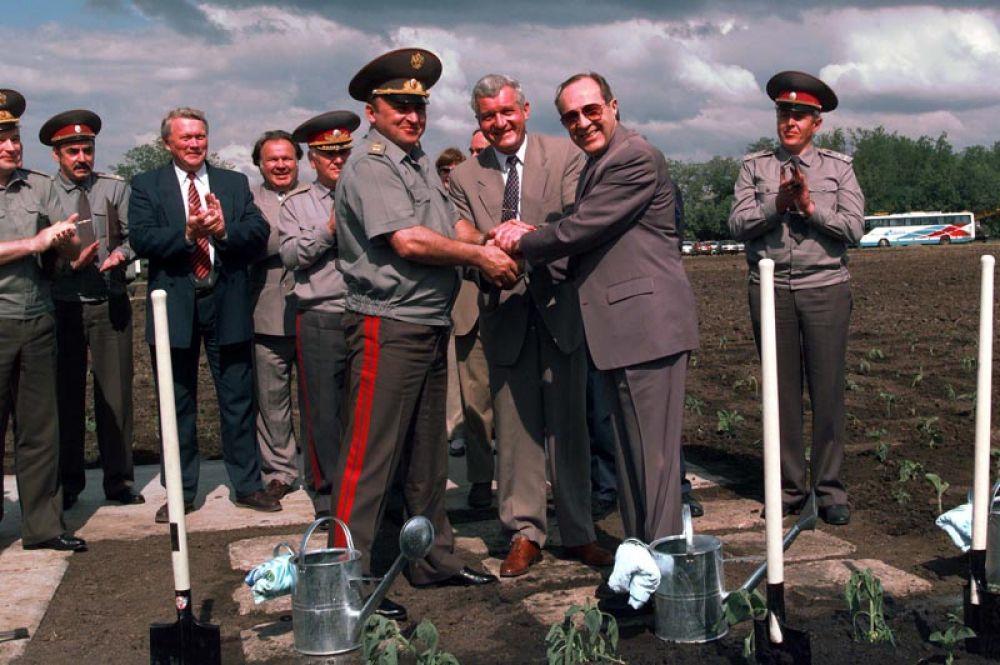 Министр обороны РФ, генерал армии Павел Грачев, министр обороны Украины Валерий Шмаров и министр обороны США Уильям Перри. 4 июня 1996 года.