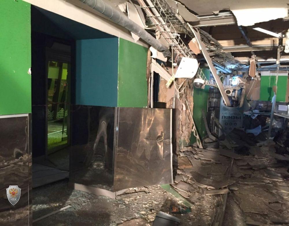 Людей из здания эвакуировали, пострадавших доставили в больницы