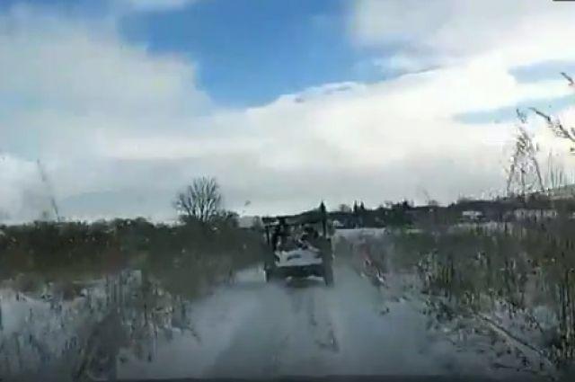 Буйный автомобилист-нарушитель разбил стекло машины ДПС наСтаврополье