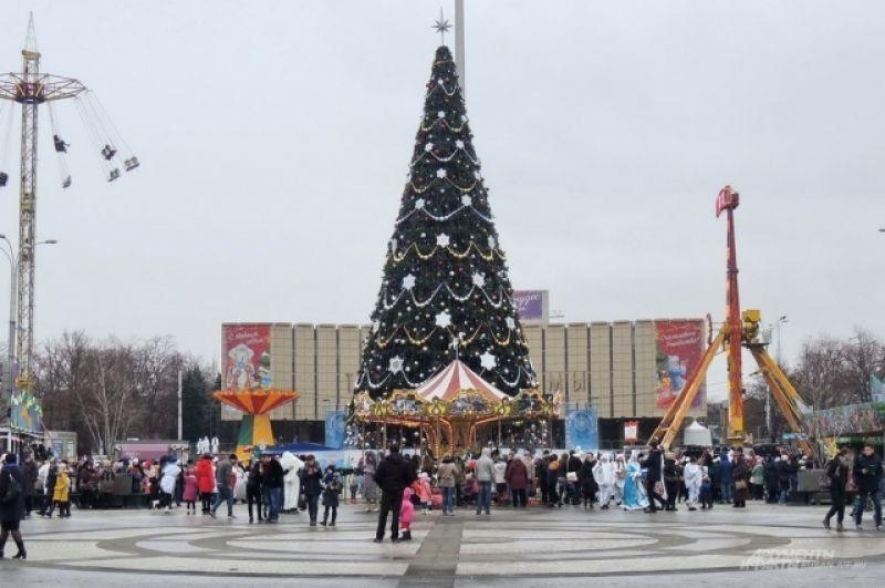 Главная елка Краснодара на Театральной площади.