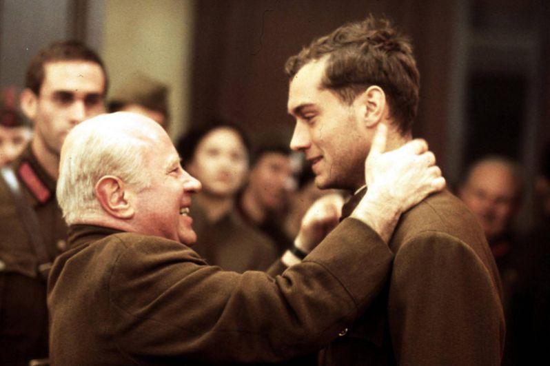 «Враг у ворот» (2001) — снайпер Василий Зайцев.
