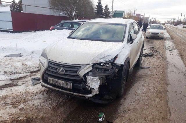 Под Тольятти автомобилистка на LEXUS NX200 врезалась в ВАЗ-2111