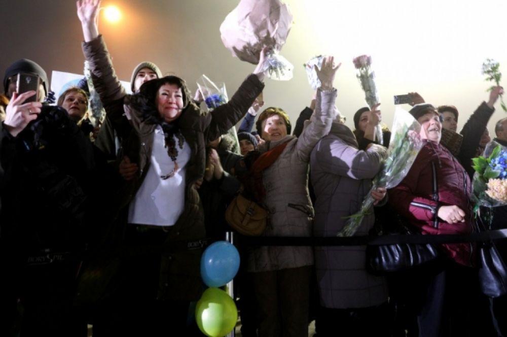Встреча освобожденных украинцев в Борисполе.