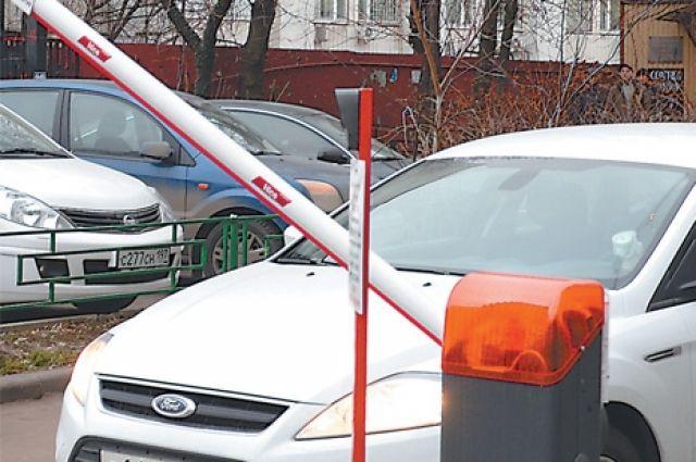 Генпрокуратура потребовала убрать шлагбаумы внескольких дворах Казани
