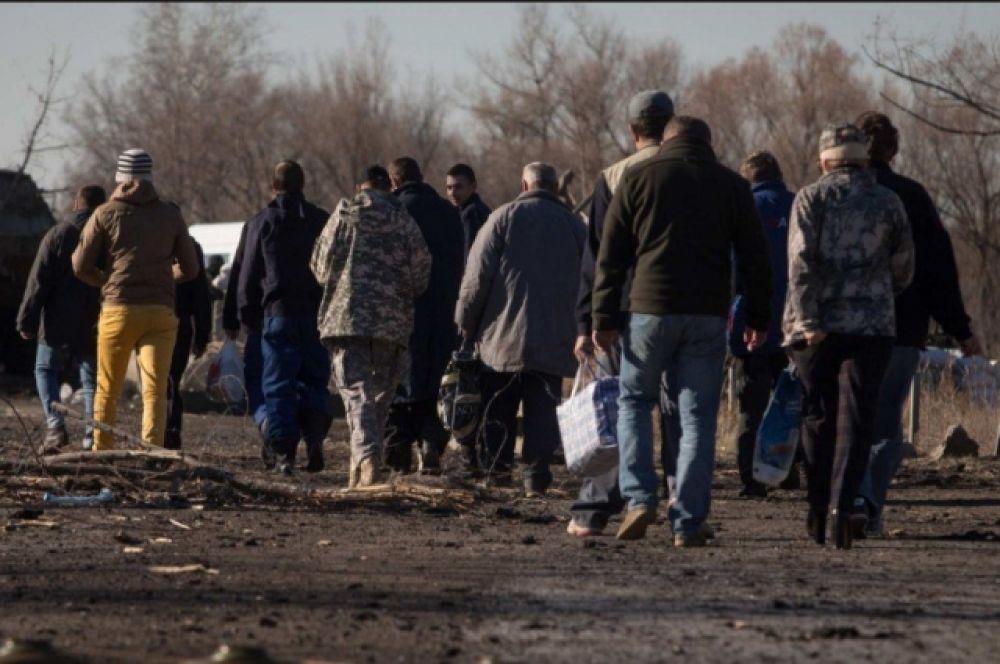 Обмен пленными между украинской стороной и стороной «ДНР/ЛНР» был запланирован на 13:00. Однако, позже появилась информация о переносе на полтора часа. Наконец, в 14:30 начался обмен.