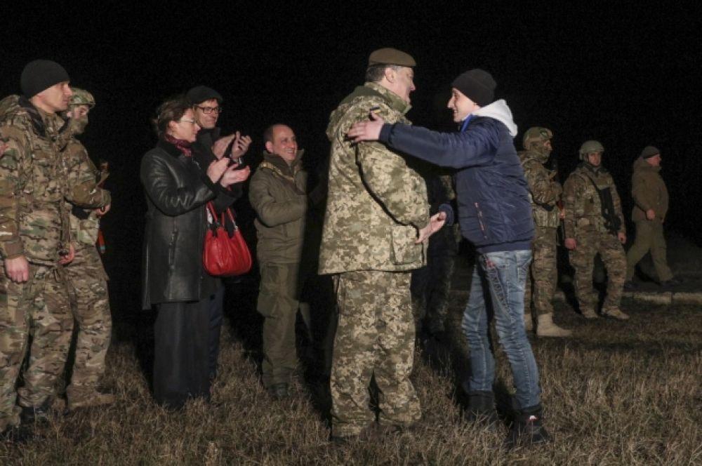 Встреча пленных при участии президента Украины Петра Порошенко, после которой все освобожденные отправились в Харьков.