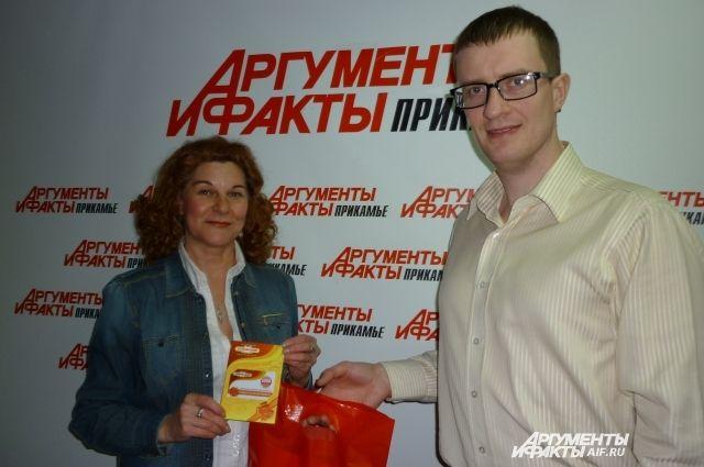 Победительнице вручили сертификат и сувениры.