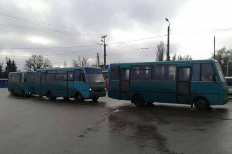 Обмен пленными состоялся под Горловкой, а затем автобусы двинулись в сторону Майорска, где пересекли линию разграничения.