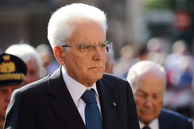 Президент Италии распустил парламент республики