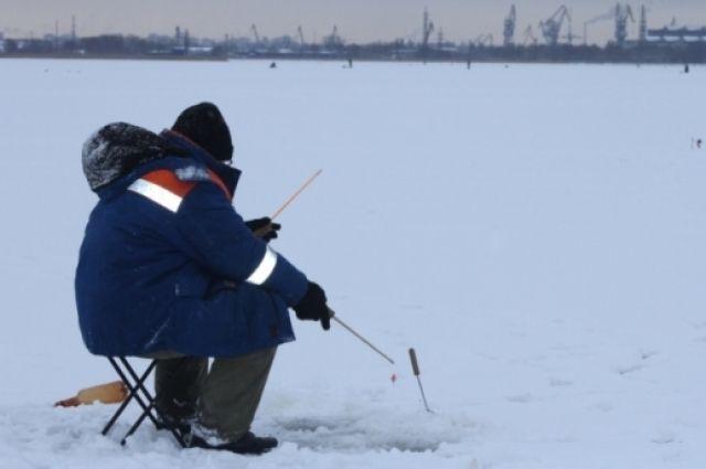 Зимняя рыбалка - удовольствие не для всех.