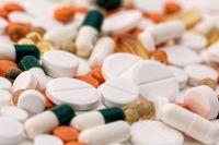 Горожане заранее приобретают средства от похмельного синдрома.