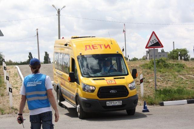 Волгоградская область получила 25 новых неотложек класса «В» и70 школьных автобусов