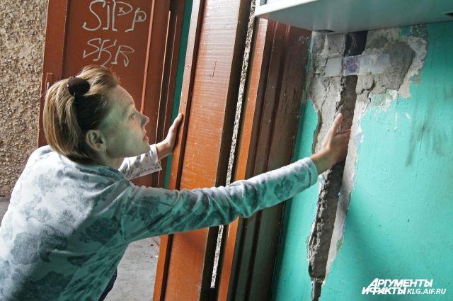 В Нижнем Новгороде в любой момент может обрушиться аварийный дом с жильцами.