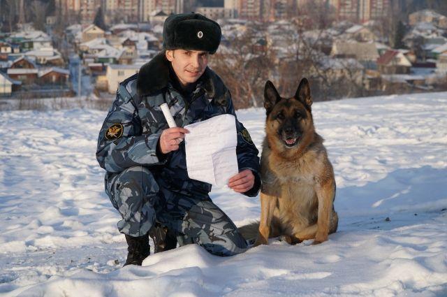 Алексей Санаров и легендарная служебная собака Карина.