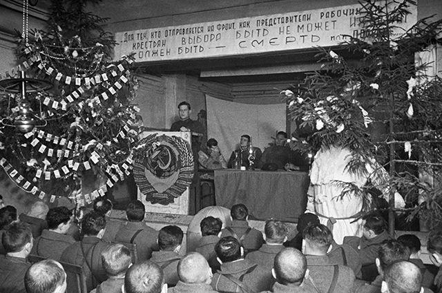 Новогоднее собрание 8–ой Гвардейской имени И.В.Панфилова стрелковой дивизии. 31 декабря 1941 года.