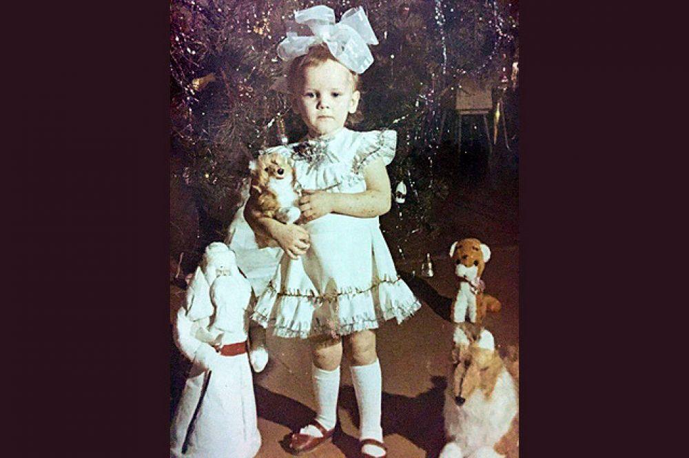 """В 1988 году по-прежнему были популярны снежинки. Надя - дочка гендиректора """"АиФ-Челябинск"""" Елены Ревняковой."""