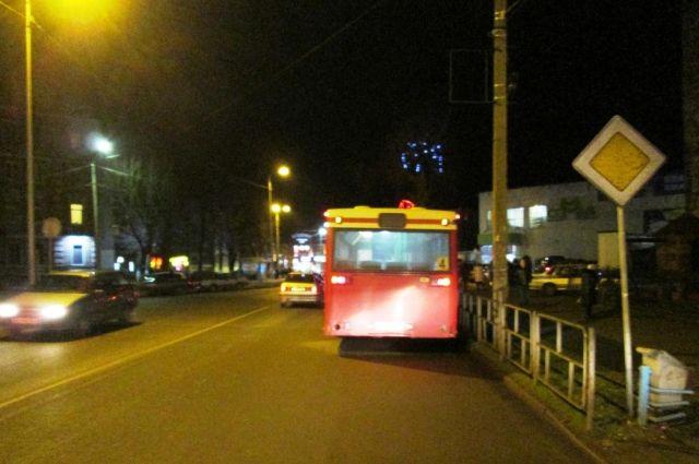 Водитель автобуса экстренно затормозил, чтобы не попасть в аварию