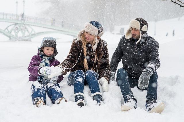 Зима предлагает множество забав для весёлого и интересного времяпрепровождения.