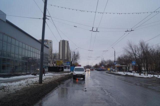 В Оренбурге водитель Peugeot сбит мужчину и 7-летнего мальчика на «зебре».