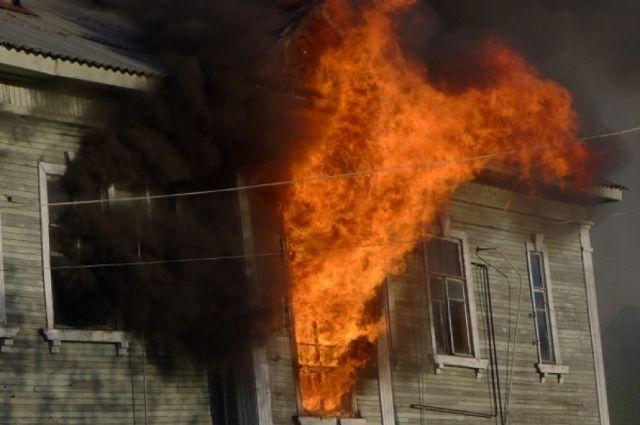 Архангелогородец, спасаясь отпожара, выпрыгнул изокна 2-го этажа