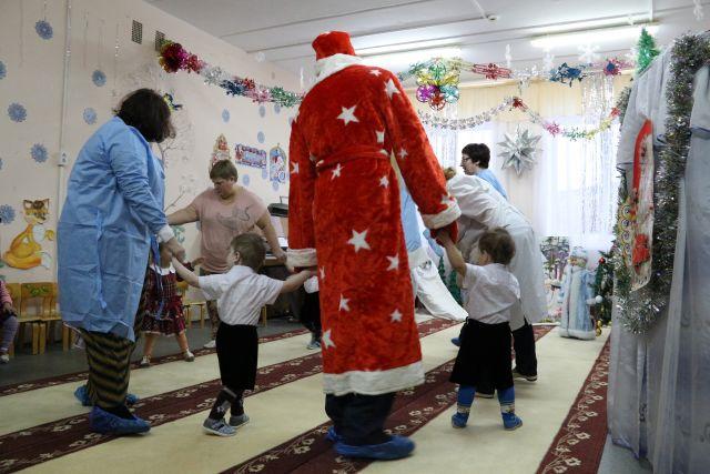 Детей «Дома ребенка» при нижегородской ИК-2 поздравили с Новым годом.