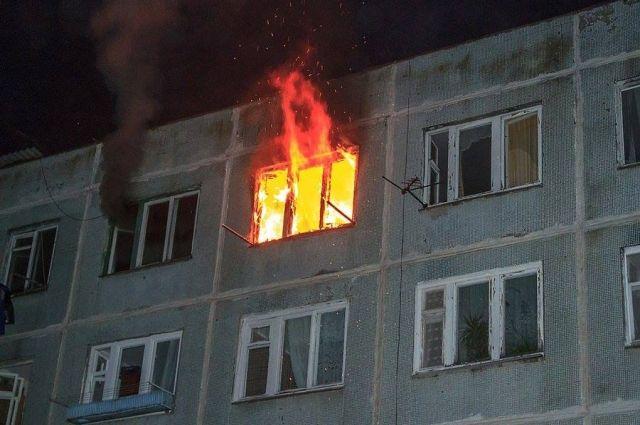 Одиннадцать человек спасено сегодня ночью напожаре вНоябрьске
