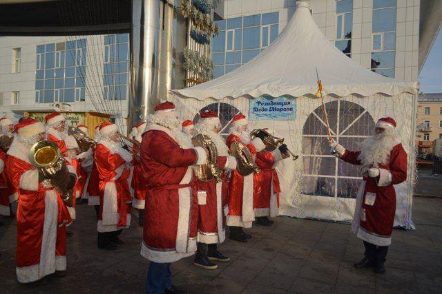 Будет и выступление Деда Мороза и танцы