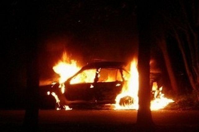 В Ноябрьске в полночь вспыхнул автомобиль