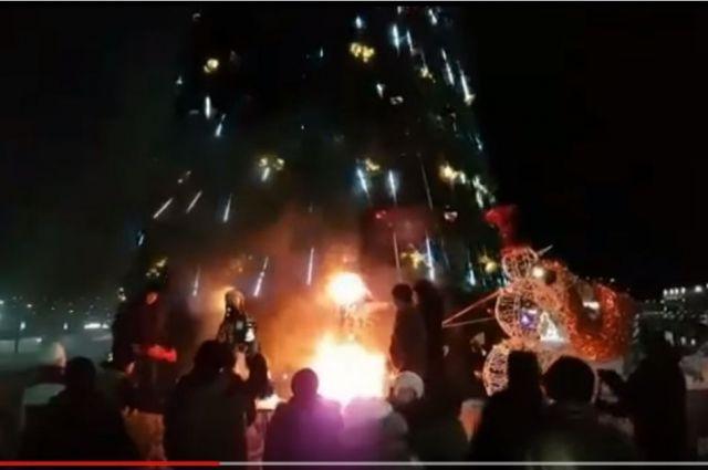 Дед Мороз и Снегурочка сгорели в центре Петропавловска-Камчатского