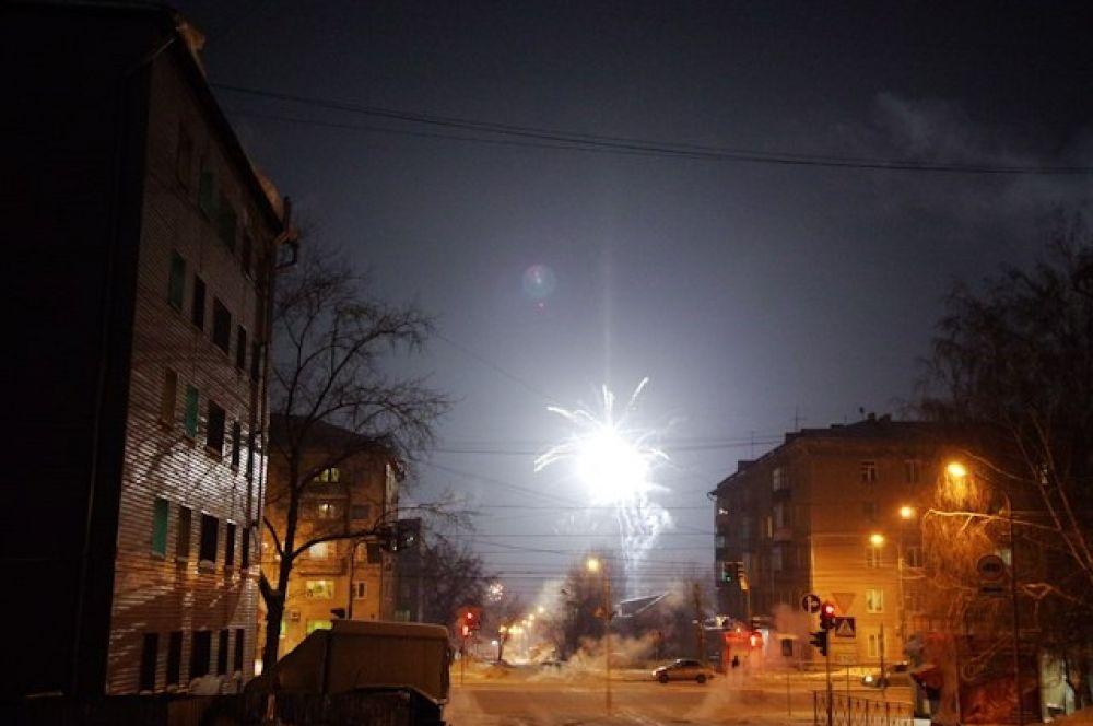 Прогулка в новогоднюю ночь похожа на путешествие в страну сказок.