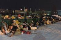 Новоуренгойцы жалуются на переполненные мусорные баки