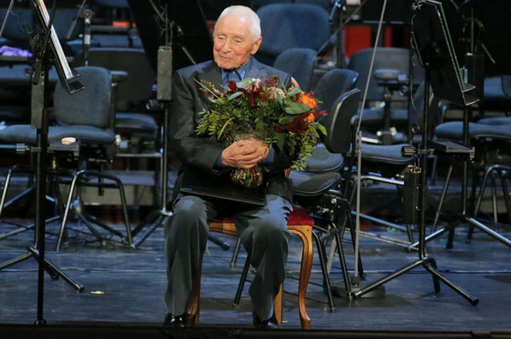 Балетмейстер Юрий Григорович нацеремонии награждения перед гала-концертом кстолетию содня рождения Ю.П.Любимова вБольшом театре вМоскве.