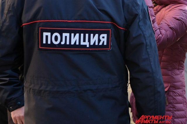 18:15 02/01/2018  0 253  СК воронежец напал с ножом на полицейских    Оба сотрудника полиции с ранениями попали в больницу