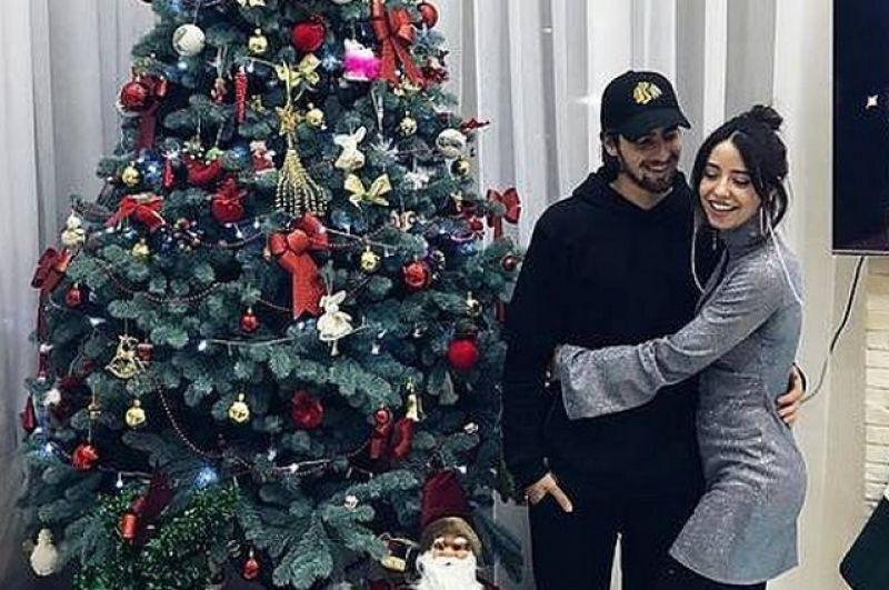 Семейная пара Надя Дорофеева и Владимир Дантес отметили Новый год в кругу семьи.