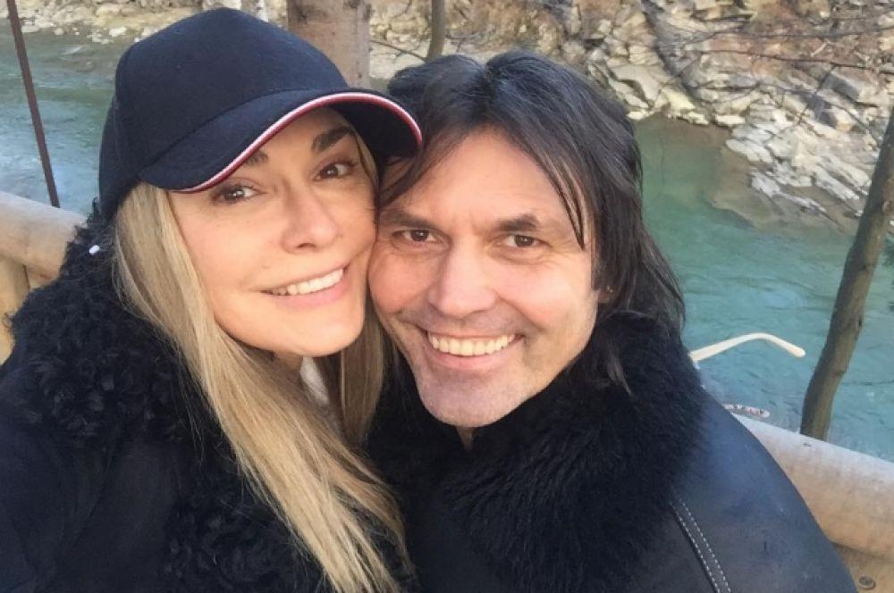 Ольга Сумская вместе со своим супругом, Виталием Борисюком, уехали отмечать Новый год в Яремче, Карпаты.